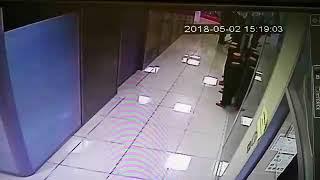 Раздел манекен в магазине, украл платье в Чите