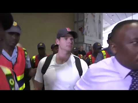 Steve Smith  at Johannesburg airport after ball tampering  incident fight and abused  by media