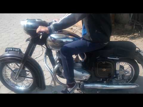 Old Model Jawa 250 Cc Bike