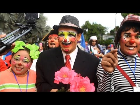 Clowns parade in El Salvador's capital for Festival of Laughter
