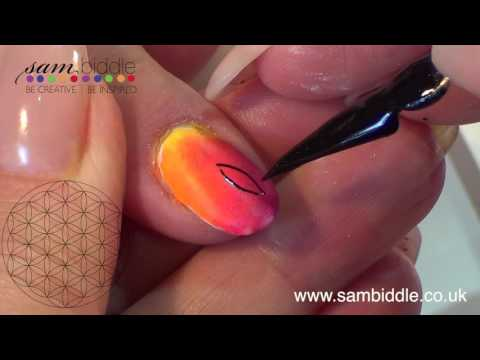 NAIL ART WITH PIGMENTS FLOWER OF LIFE
