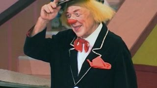 Цирковая премия «Мастер» может получить постоянную прописку в Сочи(Первую специальную награду в истории «Мастера» вручили легенде мирового цирка — знаменитому «Солнечному..., 2015-07-05T12:51:12.000Z)