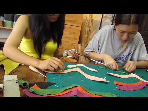 Lovshuz with artisan in Thailand