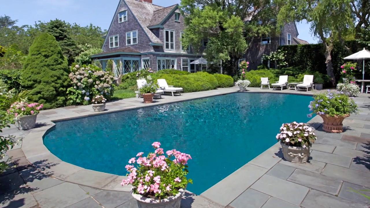 Historic grey gardens in east hampton luxury hamptons for Luxury hamptons real estate