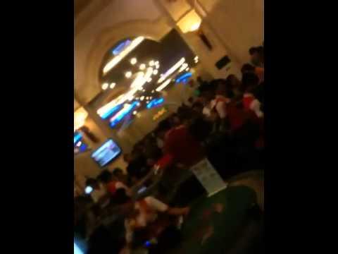 Canh quay len trong casino Crown tai cua khau moc bai