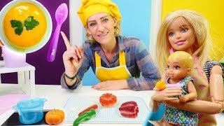Spielspaß mit Barbie. Nicole macht leckere Kürbissuppe