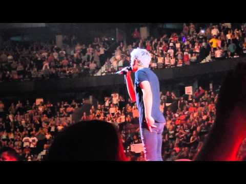 Drag Me Down (Live) - One Direction (Ottawa, Canada 08/09/15)