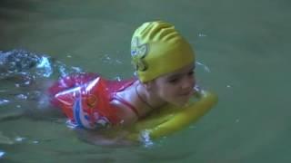 Первая Тренировка по Плаванию в Бассейне. Восторг. Будем Ходить на Плавание. Видео для Детей