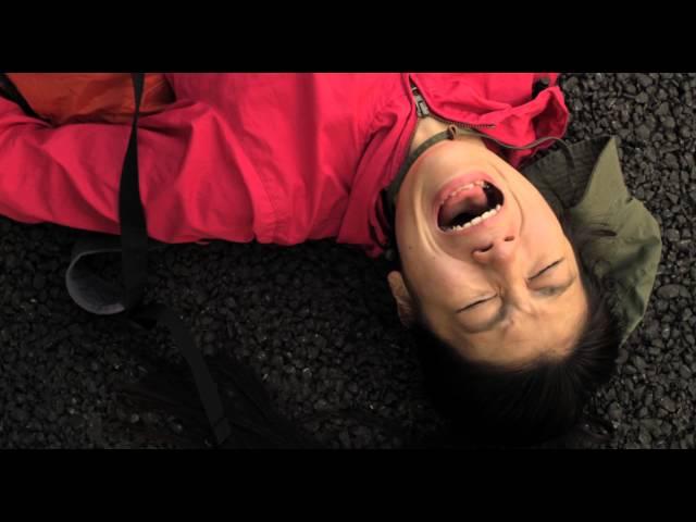 不幸な人間を観察するのが好きな女性が大暴走!映画『グレイトフルデッド』予告編