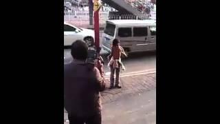 《涛声依旧》街边卖唱男子(阿龙)天籁歌喉秒杀《中国好声音》