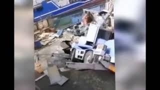 В порту Петропавловска с обвалившегося причала рухнул подъемный кран