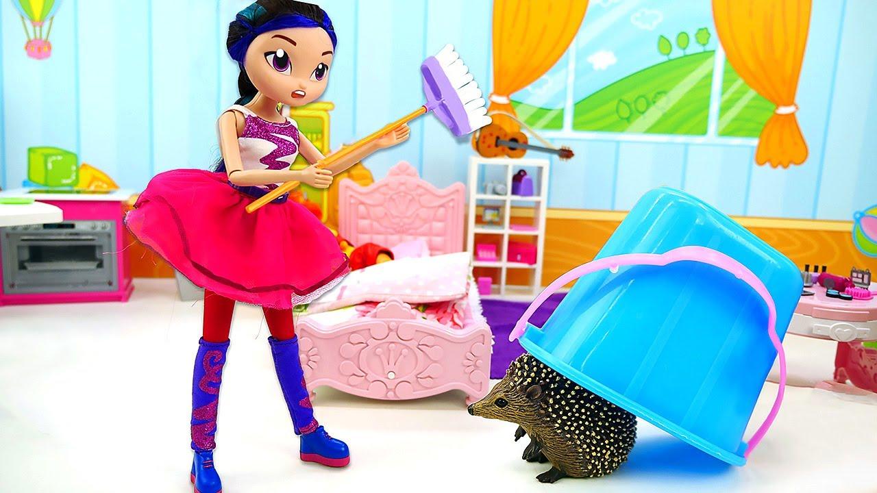 Куклы Сказочный Патруль. Аленка принесла домой ежика! КУКЛЫ ВШОКЕ! Как ухаживать заживотным?