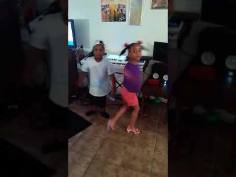 Siblings dancing to ciara's song I bet