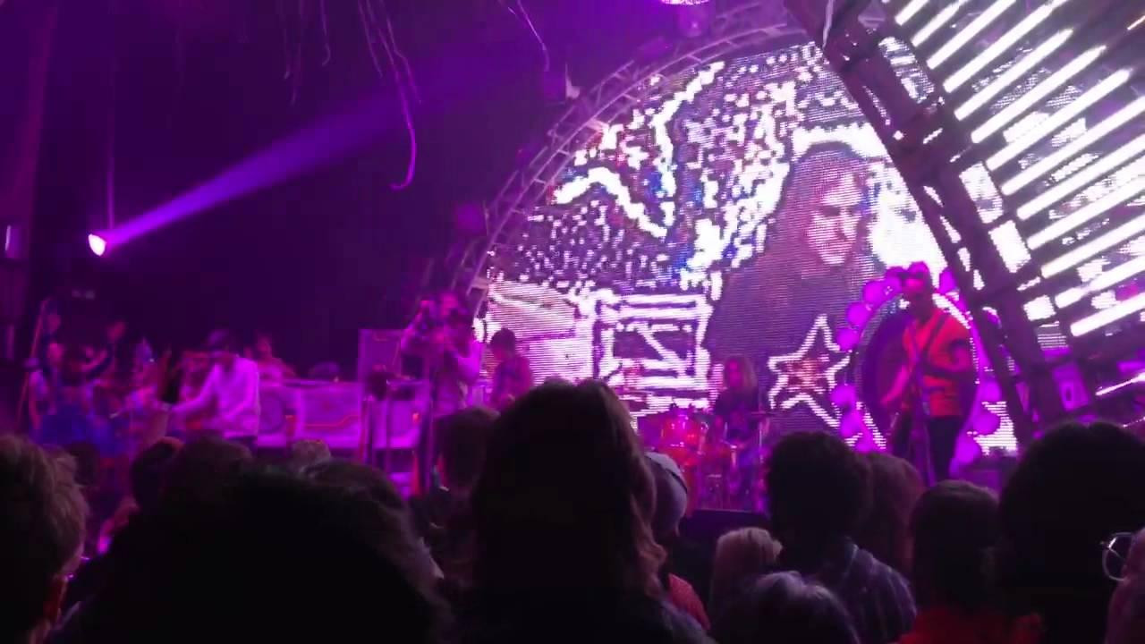 "Flaming Lips NYE 2012 Beatles ""Strawberry Fields"" - YouTube"