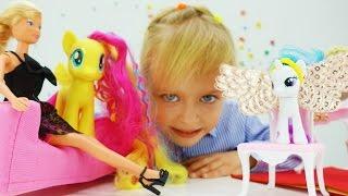 Видео для детей. Игры с Барби и Литл Пони