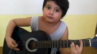 Download Video anak kecil bisa nyanyi sambil gitaran MP3 3GP MP4