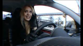 Блондинка за рулём...