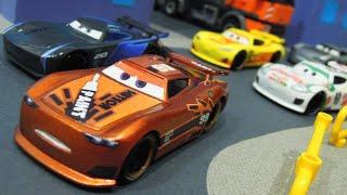 Disney Cars 3 : Custom Next-Gen Racers Custom Piston Cup Racing - StopMotion