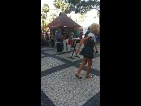 MAYA E LOS MUCHACHOS DANDO UM SHOW NA PRAÇA DO FERREIRA