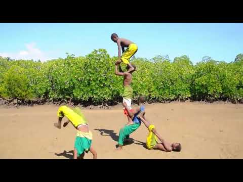 YOUNG ACROBATS FROM AFRICA (KENYA)
