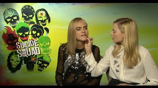 Cara Delevingne kissed a pen! Suicide Squad Interview Cara Delevingne & Margot Robbie