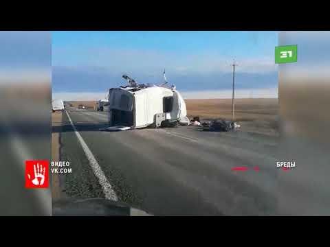 Смертельный переворот  Пассажирский автобус и грузовик опрокинулись в Челябинской области