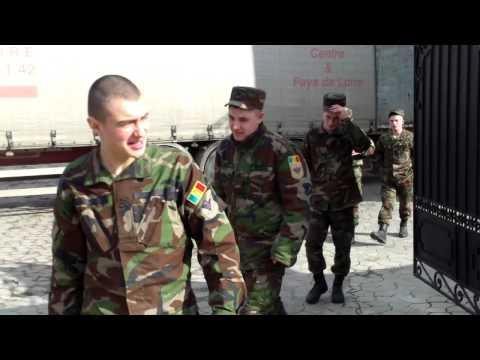 Militarii pe post de hamali la Mitropolia rusă în Moldova - Curaj.TV