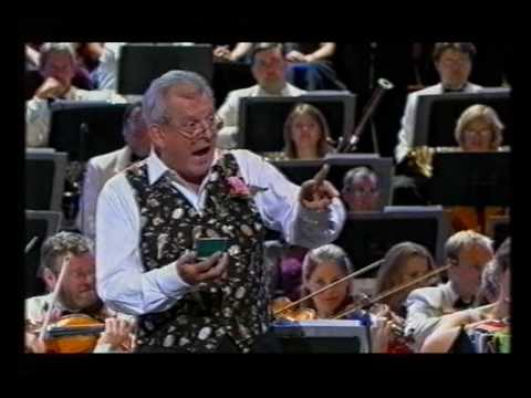 """Thomas Allen sings """"I've got a little list"""" from """"The Mikado"""" - Last Night of the Proms 2004"""