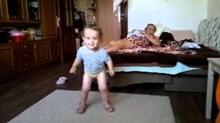 Мой танцующий ребенок(видео, добавленное с мобильного телефона., 2011-12-14T18:42:28.000Z)