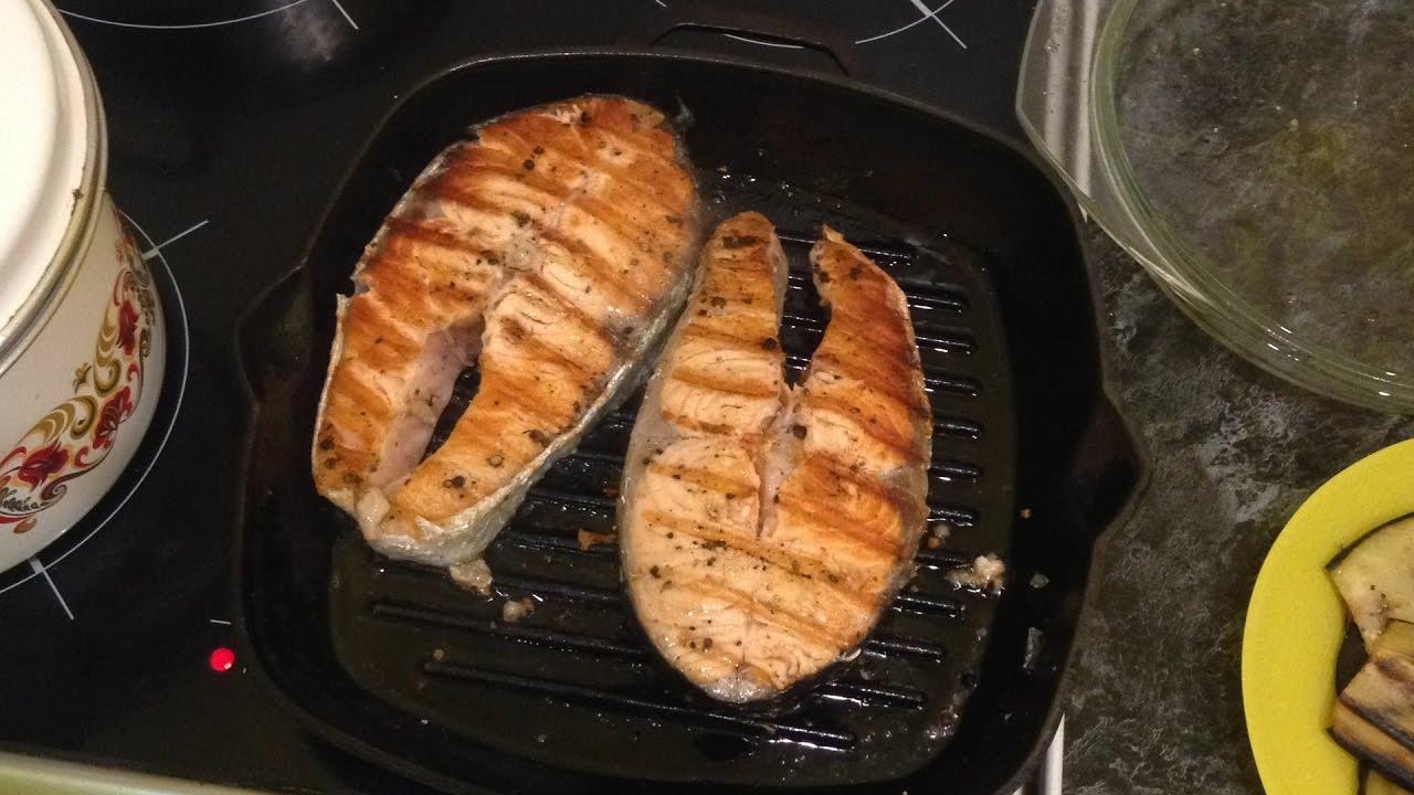 сколько жарить стейк из семги на сковороде