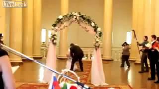 Ужас на свадьбе,невеста показала жопу