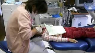 小児歯科治療風景 thumbnail