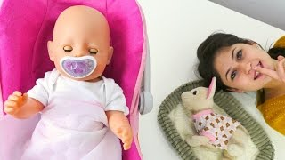 Ayşe Gül ve Loli'nin karnını doyurup uyutuyor