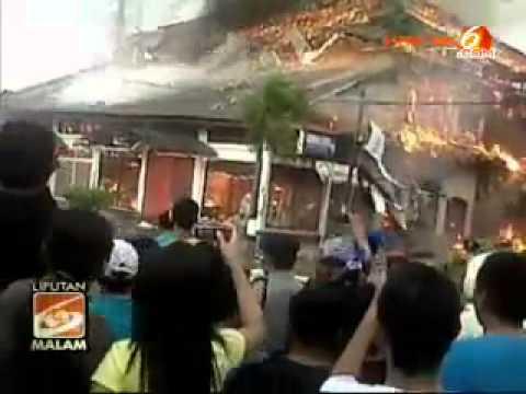 Kerusuhan kota Sumbawa Besar by Sasa Larasaty Samawa