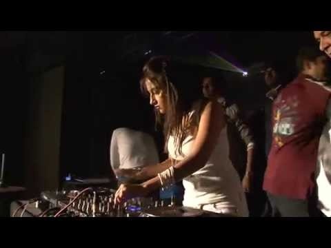 DJ Shireen BEST MIXING  Live at DUSK White 2011 Part II