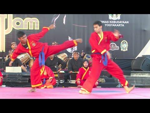 Pencak Silat Tapak Suci Muhammadiyah, Demo Pertarungan & Permainan Senjata Khas - Pencak 4 Jam