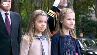 Los Reyes, con sus hijas, presiden el desfile de la Fiesta Nacional