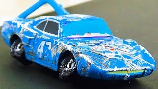 The King Crash & Repair!  Disney Cars Toys Video for Kids  Strip Weathers