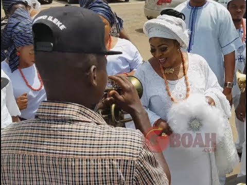 "Iyalaje Of Nigeria Market Women Stormed, Dances Her Heart To Celebrate ""Odun Aje"" With Ooni Of Ife"