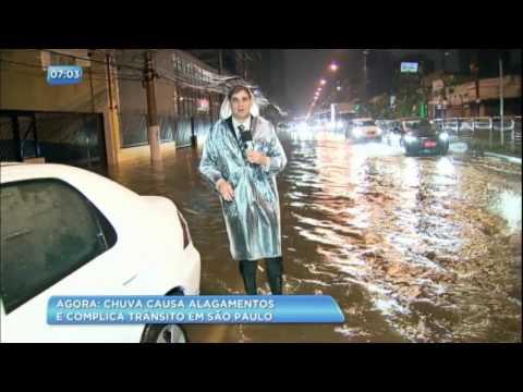 Chuva causa alagamentos e complica trânsito em São Paulo