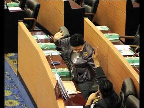 นักการเมืองไทยเสียบบัตรแทนกัน
