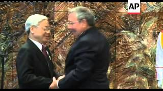 Raul Castro meets head of Vietnam