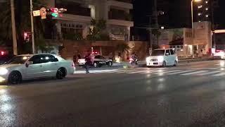 沖縄県警 警察が暴走族追跡中一般の車に追突  「暴走族vs警察」