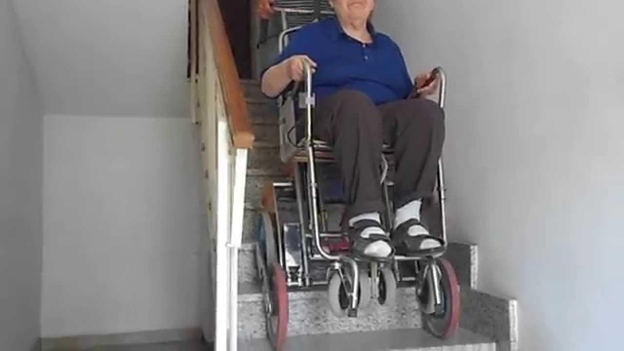 Teresina scende dalla camera da letto sul carrello sedia for Sedia motorizzata per scale
