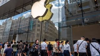 Gambar cover Apple store reopens in NYC on 5th Avenue for iPhone 11 launch