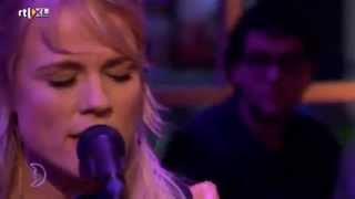 Common Linnets - Love Goes On - Song only - Live RTL Late Night Resimi