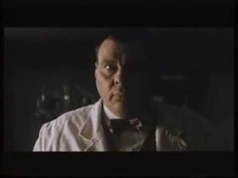 "LARRY DRAKE in una scena del film ""DR. GIGGLES"" Regia Manny Coto"