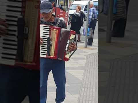 Армяне поют даже в центре Краснодара!