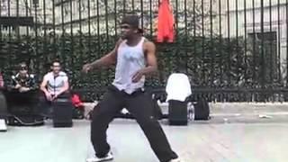 Невероятный танец уличного танцора в Париже видео(, 2013-06-25T10:16:43.000Z)