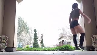 Танцы ногами // Девушки.